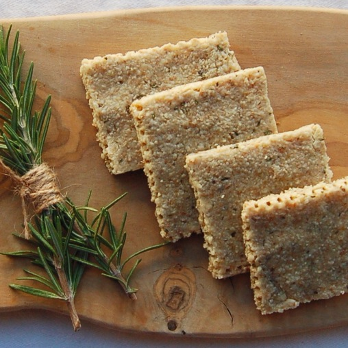 Raw Vegan Rosemary, Flax & Garlic Crackers // inmybowl.com