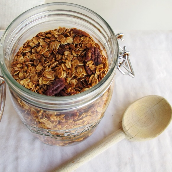 Maple Vanilla Granola Crumble, #vegan breakfast // inmybowl.com