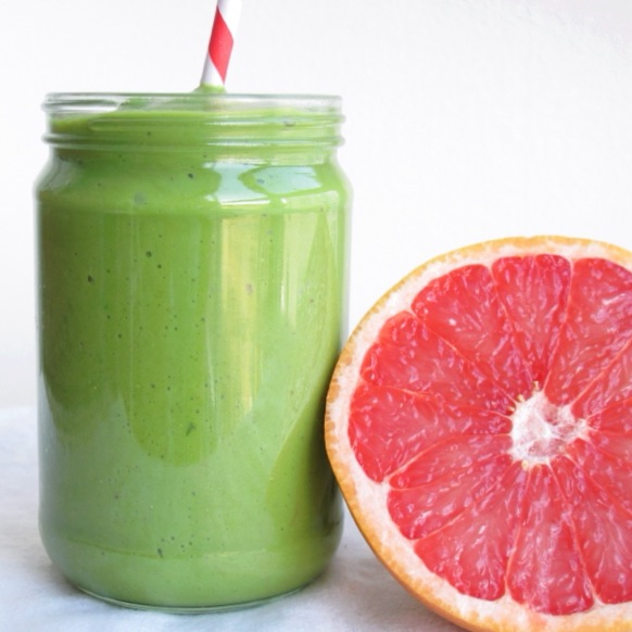 Vegan Green Grapefruit Smoothie with kale, wheatgrass, banana and avocado // inmybowl.com