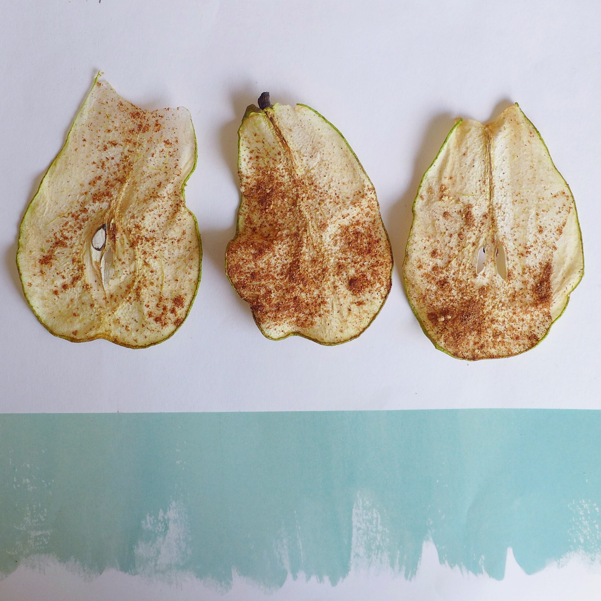 Ginger & Cinnamon Spiced Dried Pears, raw + vegan // inmybowl.com
