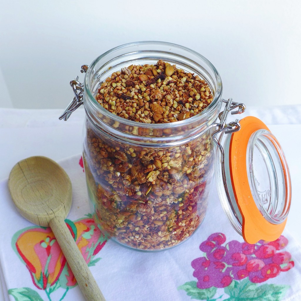 Ginger Spiced Banana Bread Buckwheat Granola, vegan // inmybowl.com