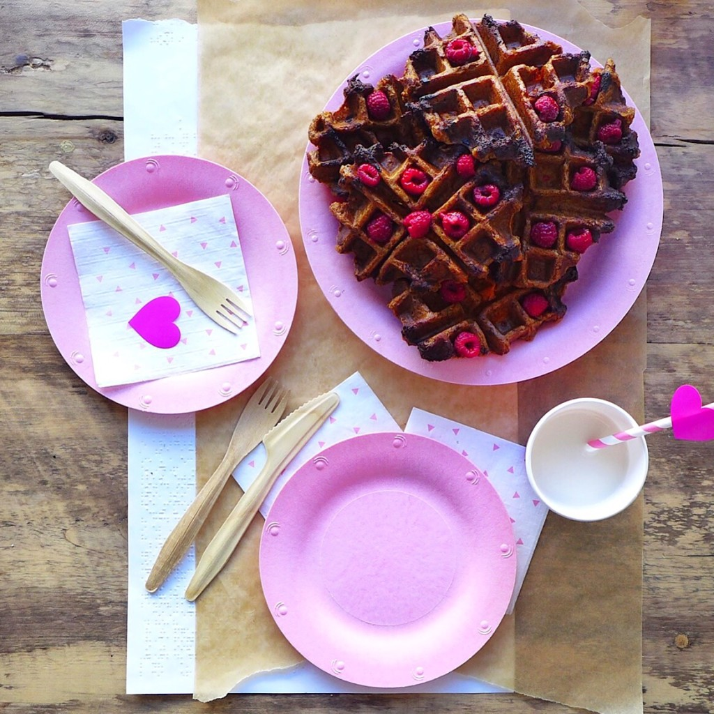 Sweet Potato Chocolate Chunk Waffles (#vegan) // inmybowl.com