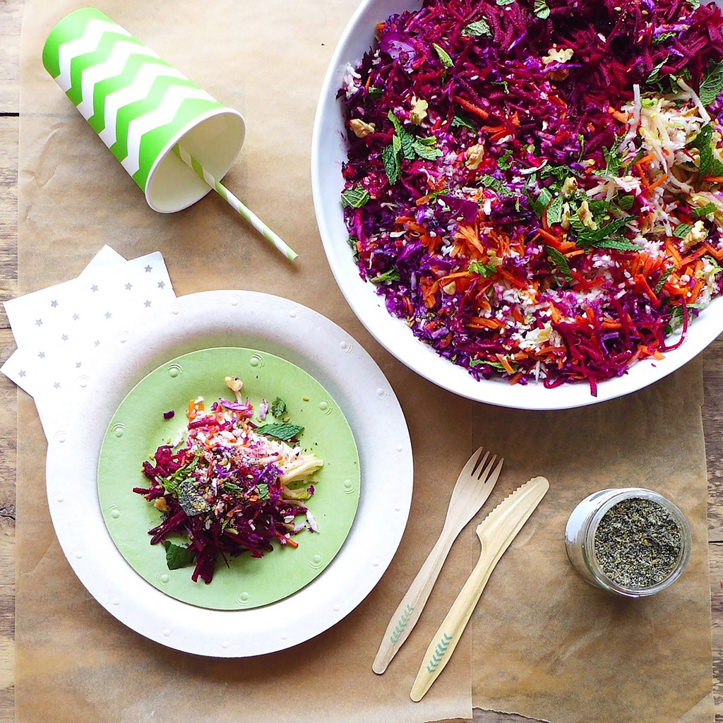 Shredded Rainbow Salad with carrots, cabbage, pears & mint, #vegan // inmybowl.com