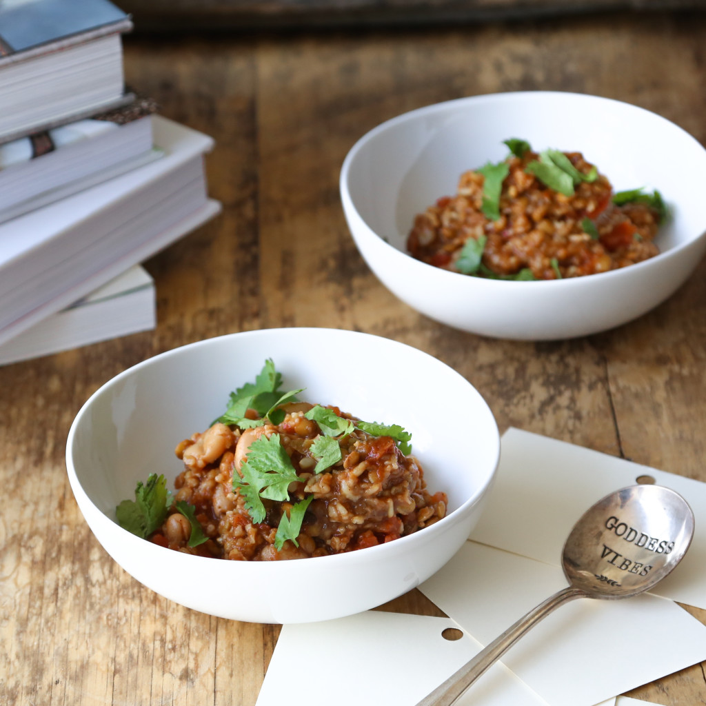 Vegan Chunky Tomato Chili with lentils, brown rice, and white beans // inmybowl.com