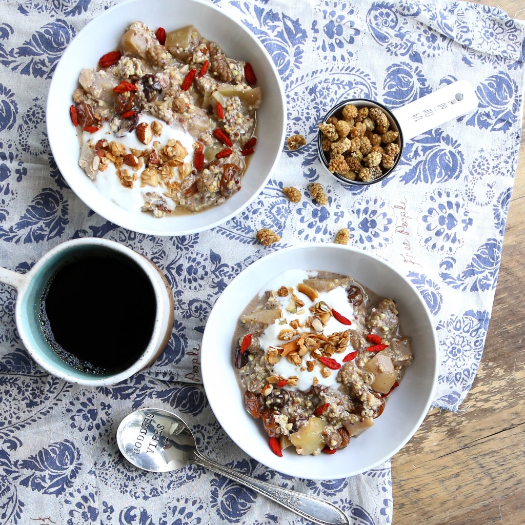 Sweet Simmered Apple & Berry Overnight Oats, vegan // inmybowl.com