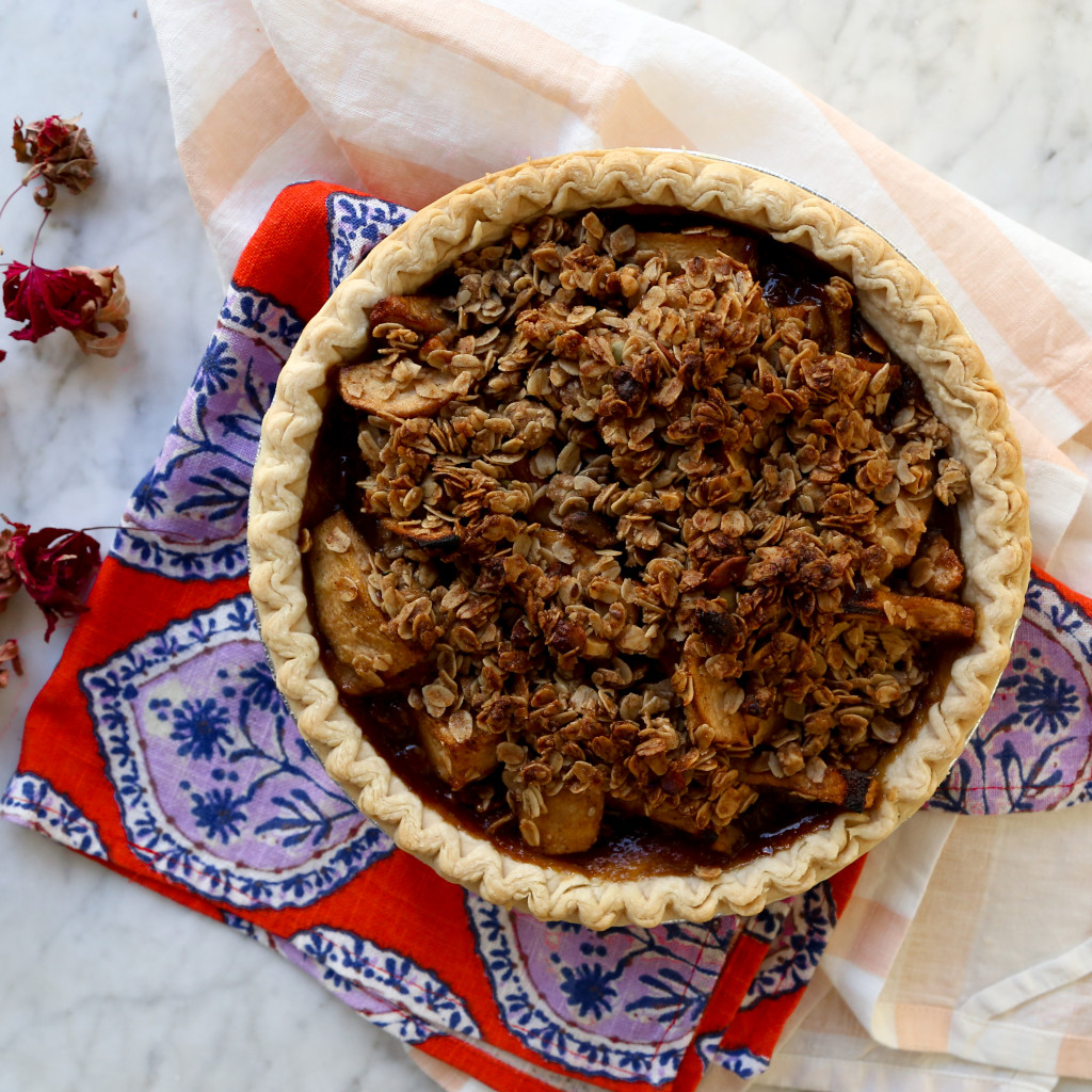 Vegan Bourbon Pear Crumble Pie recipe // inmybowl.com