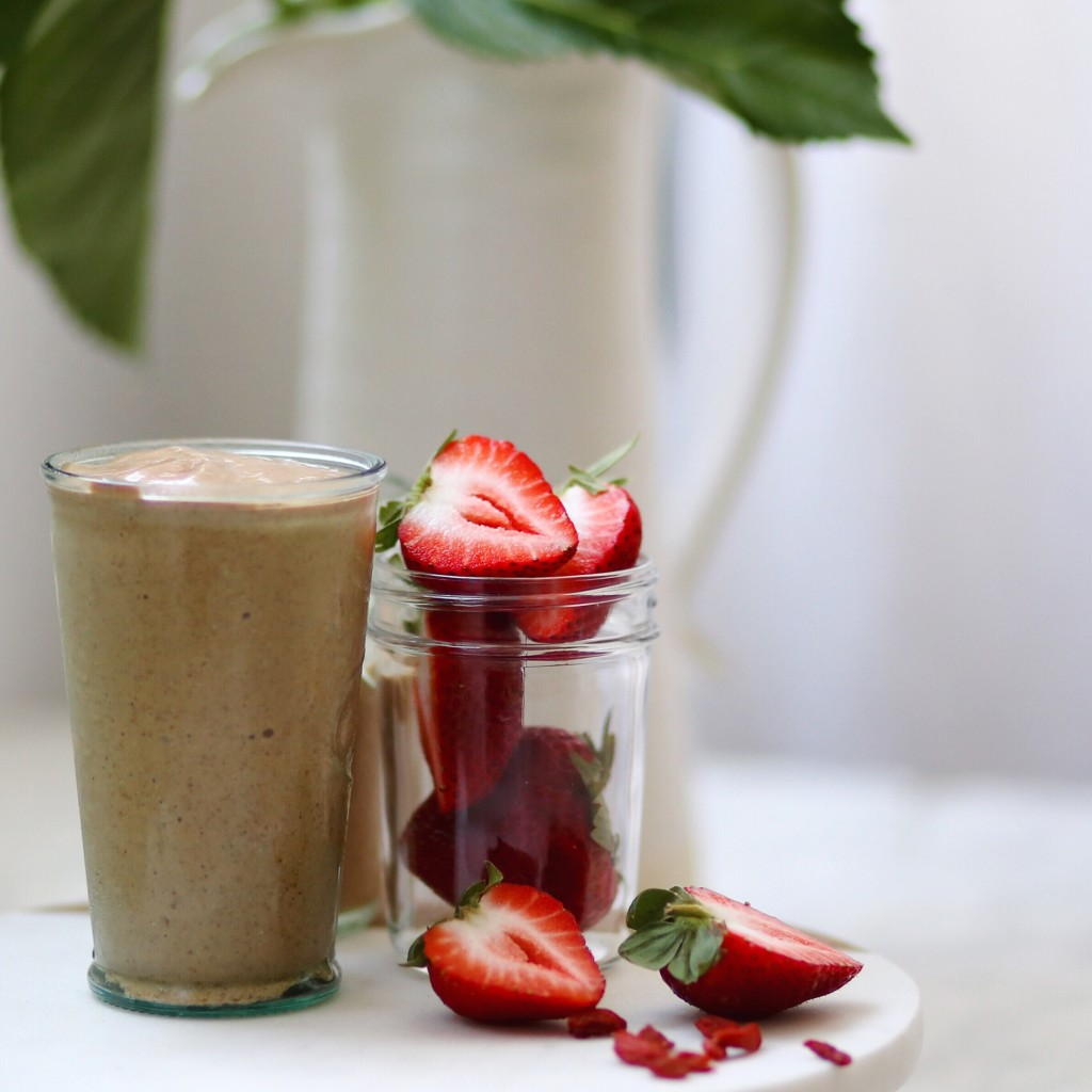 Mama Bird Pregnancy Smoothie, the perfect plant based + vegan pregnancy smoothie recipe + 2nd trimester reflections // inmybowl.com