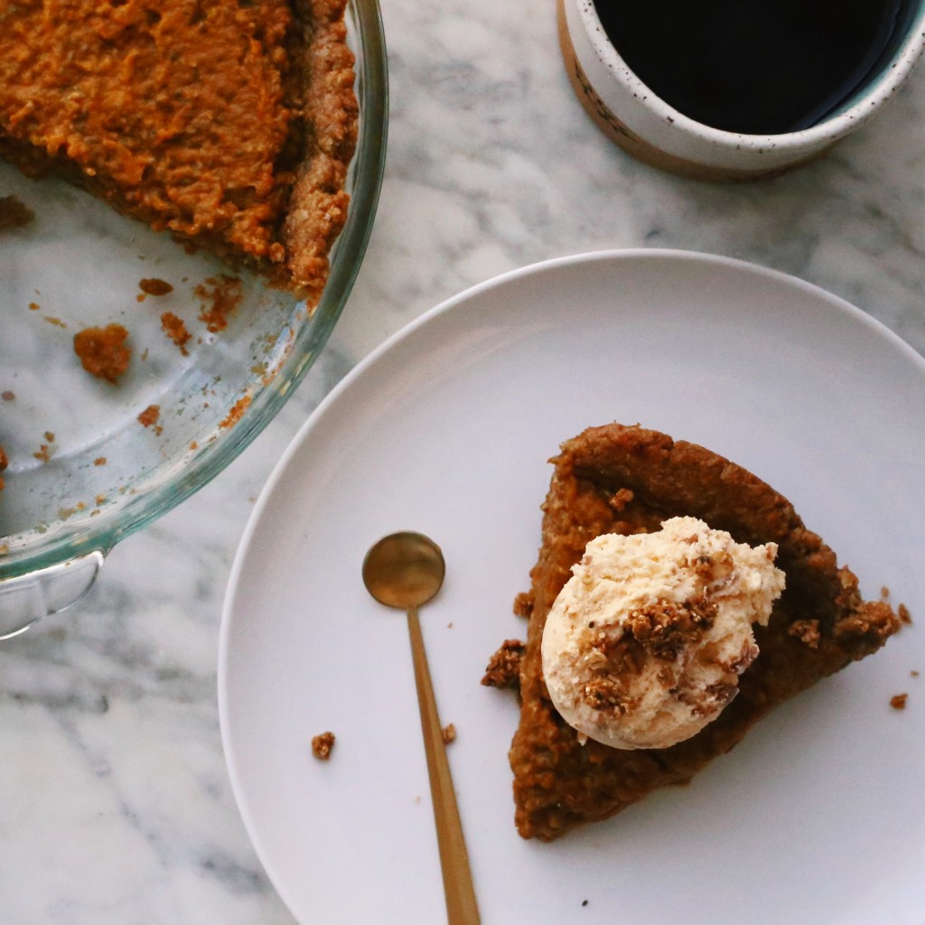 Pumpkin Spice Latte Pie - plant based + vegan pumpkin coffee pie recipe // Alexandra Tallulah, inmybowl.com
